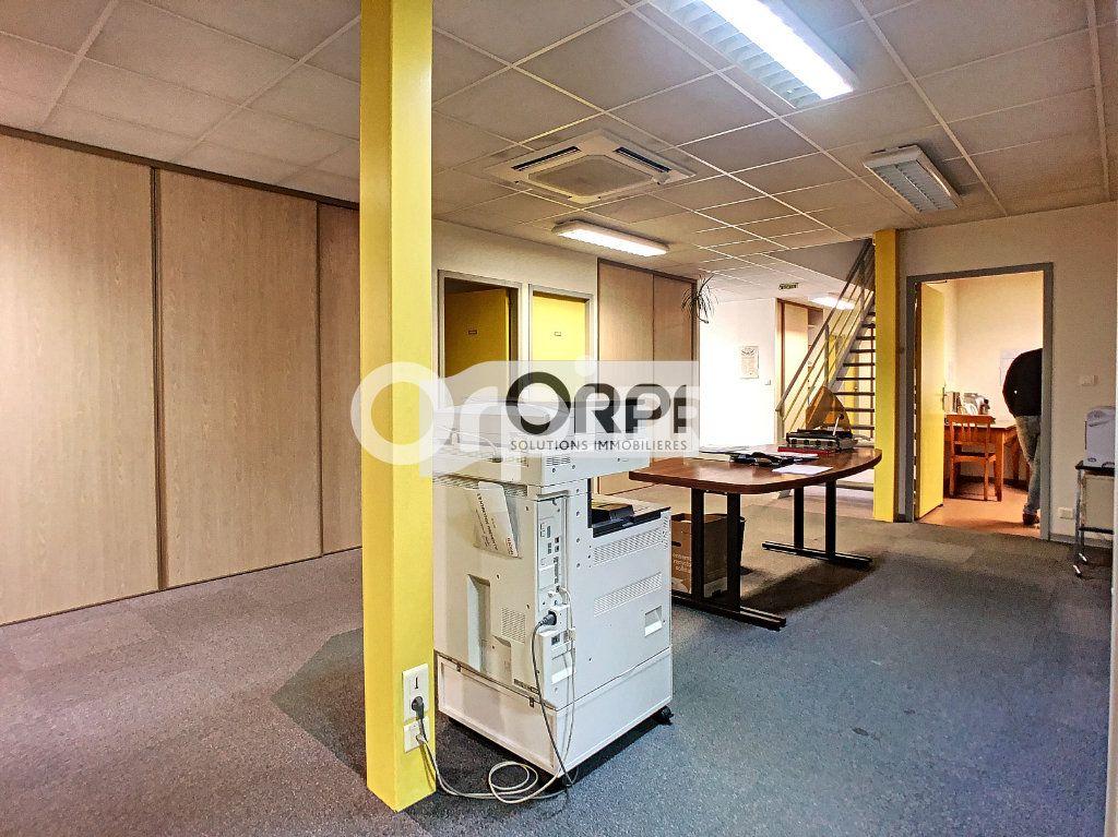 Bureaux à vendre 0 550m2 à Saint-Victor vignette-13