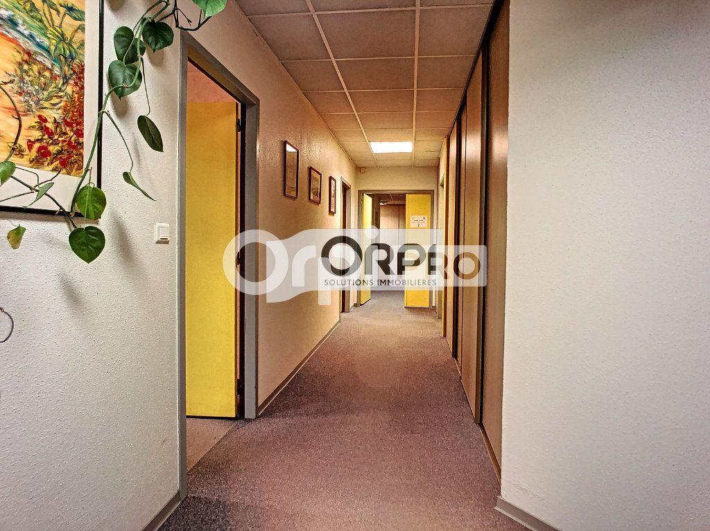 Bureaux à vendre 0 550m2 à Saint-Victor vignette-15