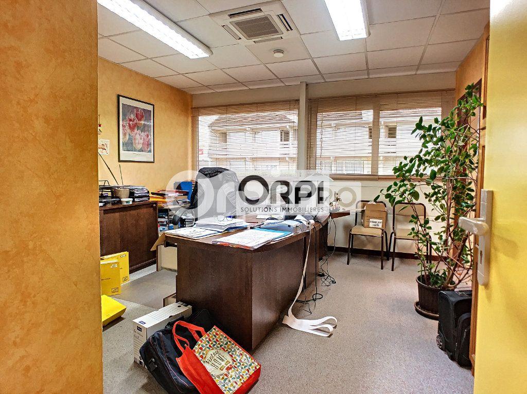 Bureaux à vendre 0 550m2 à Saint-Victor vignette-17