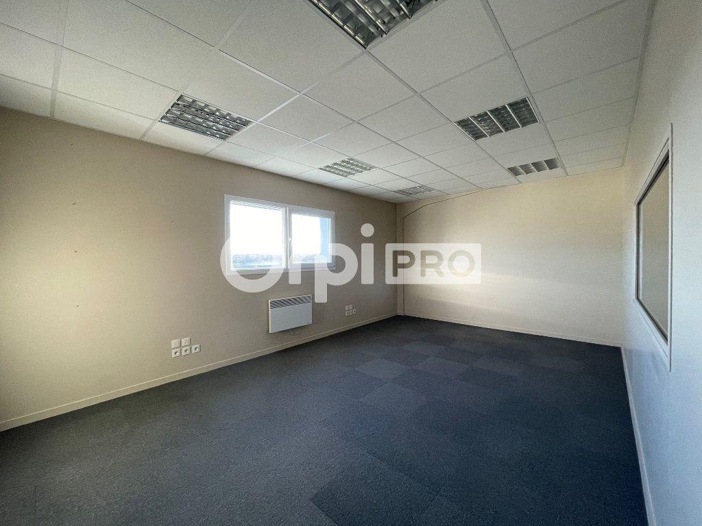 Bureaux à louer 0 110m2 à Verson vignette-4