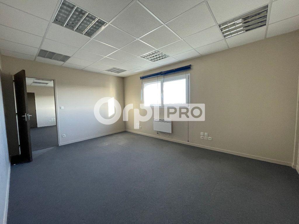 Bureaux à louer 0 110m2 à Verson vignette-6
