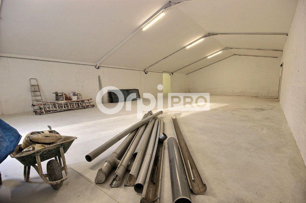 Entrepôt à louer 0 544m2 à Roquevaire vignette-6