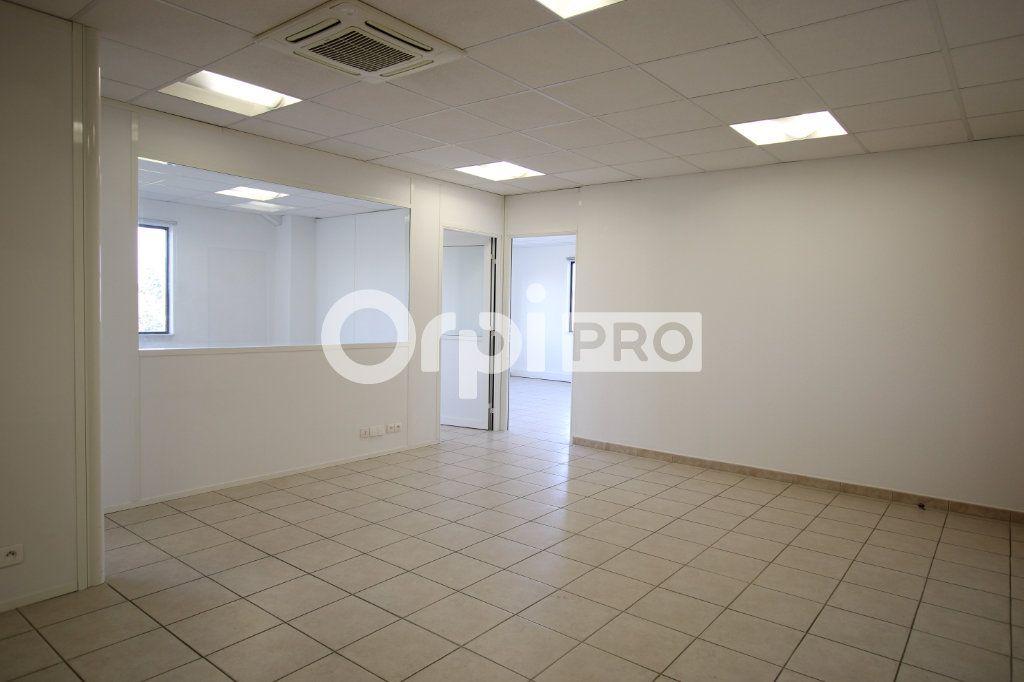 Bureau à louer 0 82m2 à Avignon vignette-3