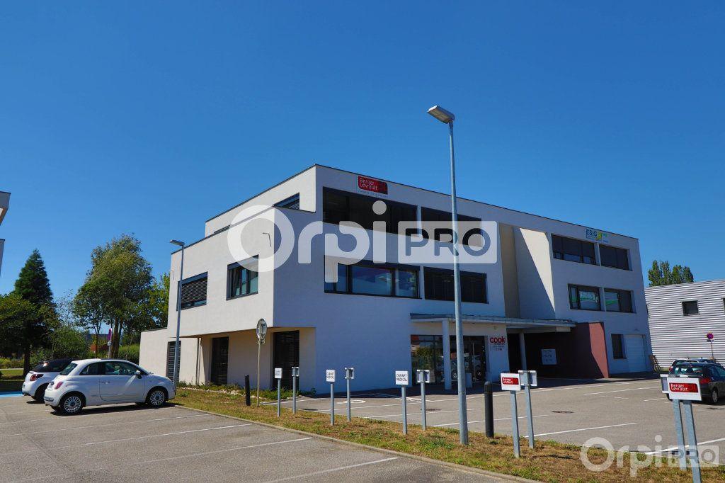 Bureau à louer 0 140m2 à Horbourg-Wihr vignette-1
