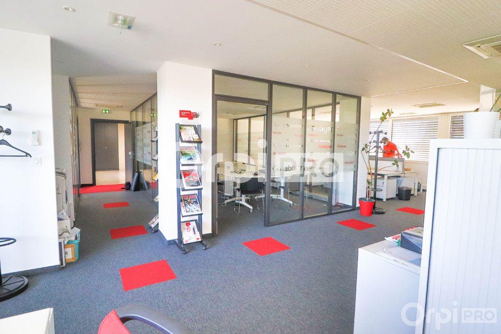 Bureau à louer 0 140m2 à Horbourg-Wihr vignette-2