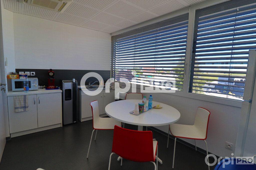 Bureau à louer 0 140m2 à Horbourg-Wihr vignette-6