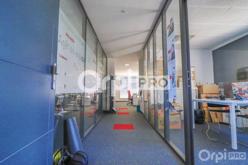 Bureau à louer 0 140m2 à Horbourg-Wihr vignette-7