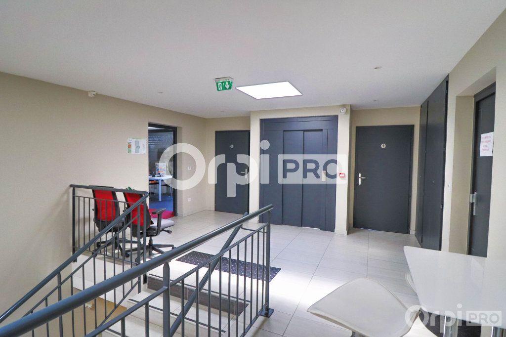 Bureau à louer 0 140m2 à Horbourg-Wihr vignette-9