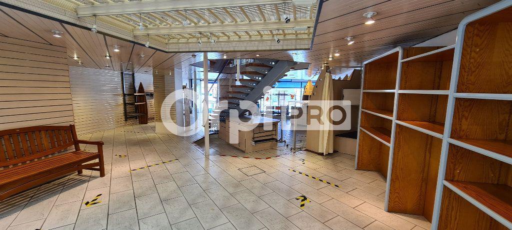 Local commercial à louer 0 425m2 à Orthez vignette-5