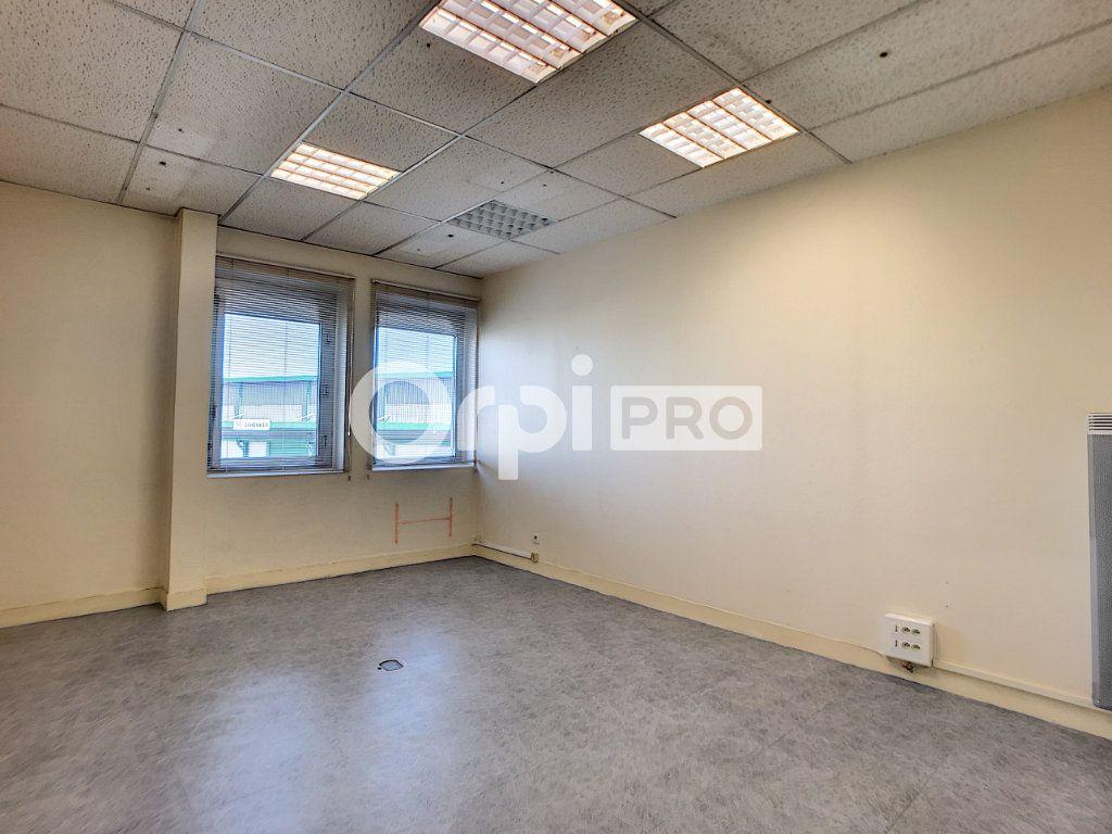 Bureau à louer 0 20m2 à Saran vignette-1