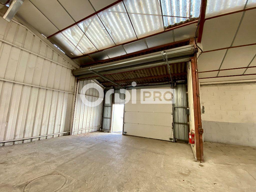Entrepôt à louer 0 946m2 à Olivet vignette-2