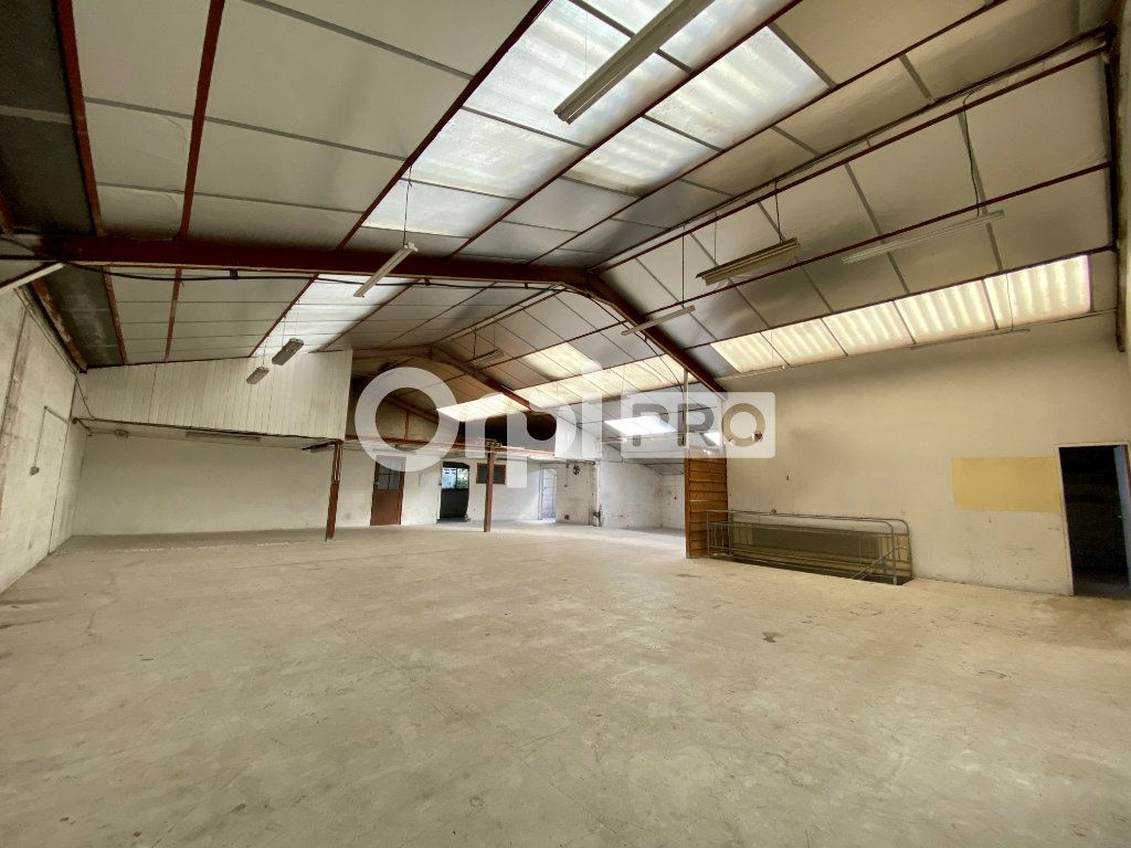 Entrepôt à louer 0 946m2 à Olivet vignette-3