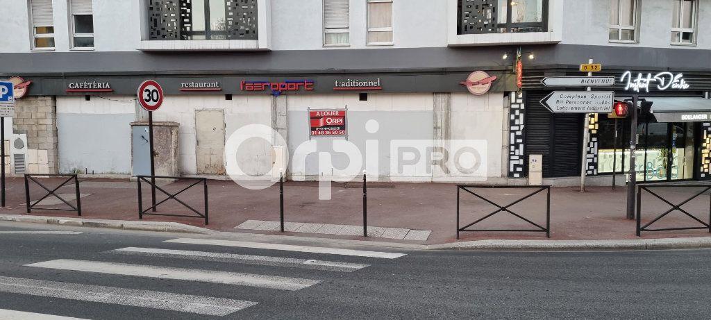 Local commercial à louer 0 220m2 à Le Bourget vignette-2