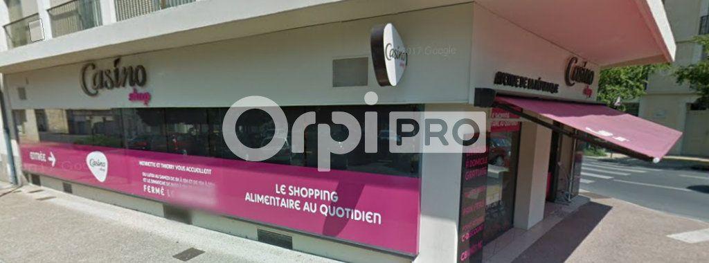 Local commercial à louer 400m2 à Montluçon