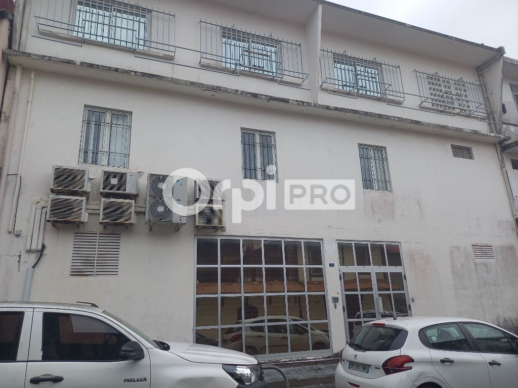 Bureau à vendre 650m2 à Cayenne