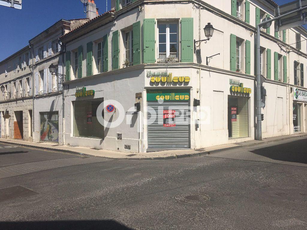 Local commercial à louer 370m2 à Surgères