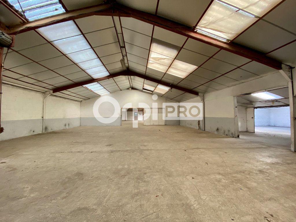 Entrepôt à louer 946m2 à Olivet