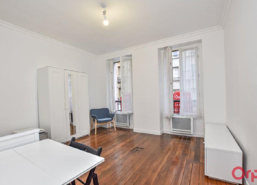 Appartement à louer 27m2 à Paris 15