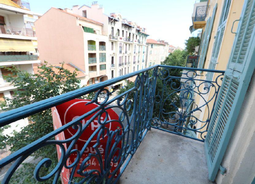 Appartement à louer 65.68m2 à Nice