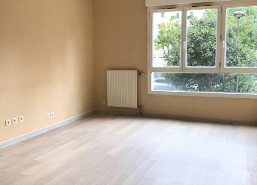 Appartement à louer 66.39m2 à Massy