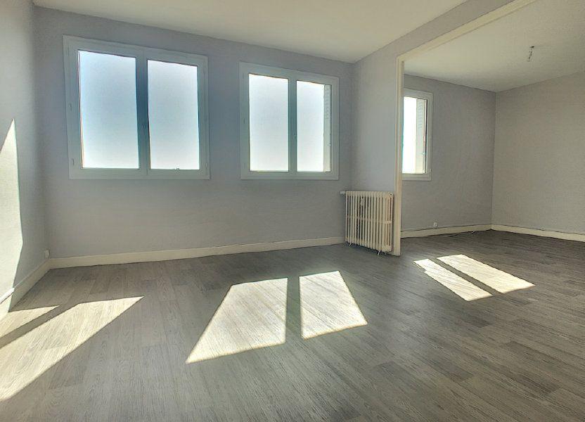 Appartement à louer 71.82m2 à Aurillac