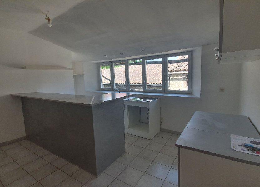 Appartement à louer 56.14m2 à Saint-Julien-de-Peyrolas