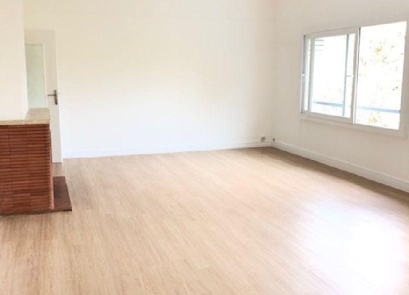 Appartement à louer 121.96m2 à Clamart
