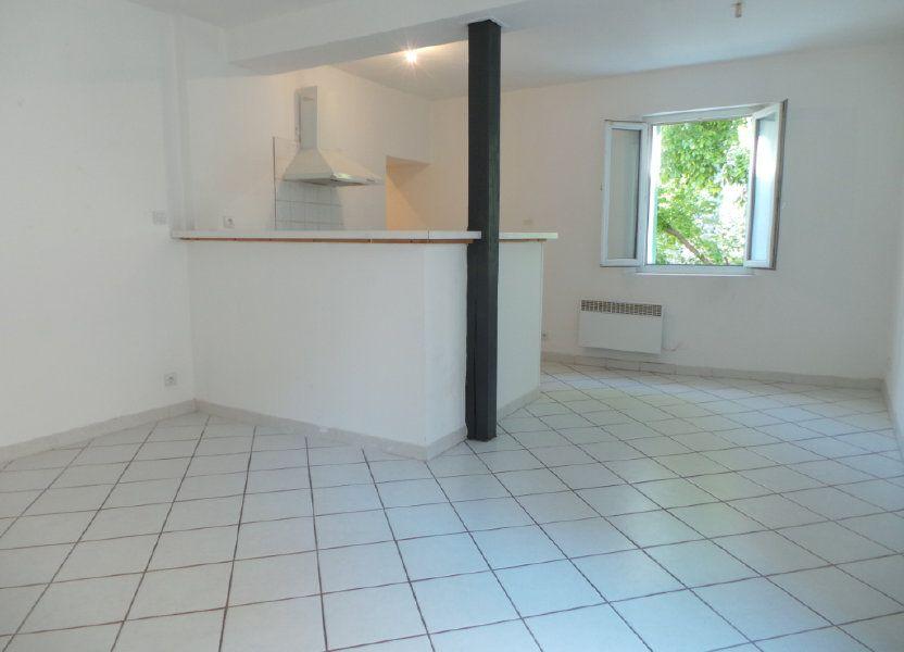 Appartement à louer 33.86m2 à Le Revest-les-Eaux