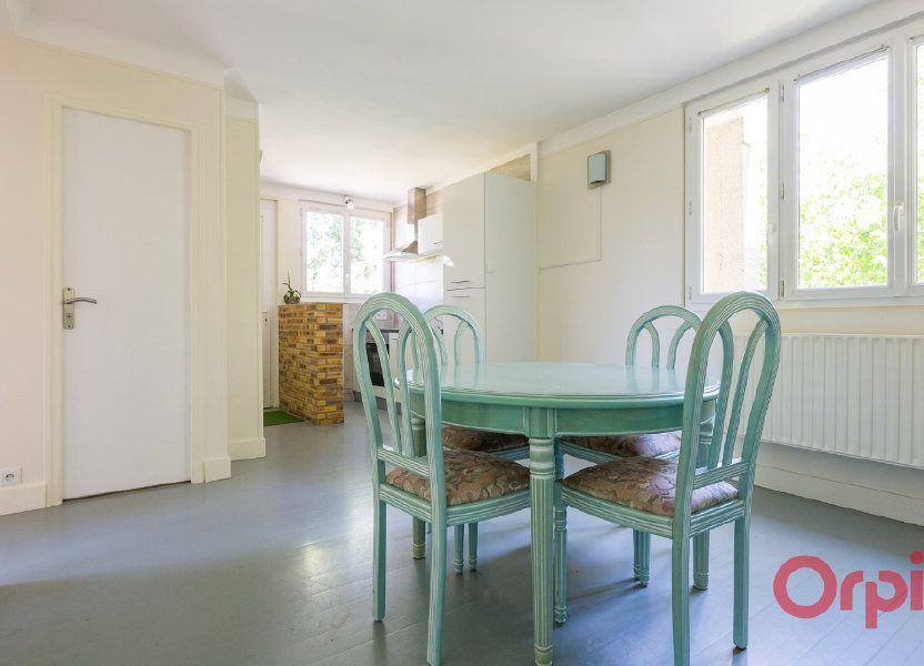 Appartement à louer 46.99m2 à Sainte-Geneviève-des-Bois
