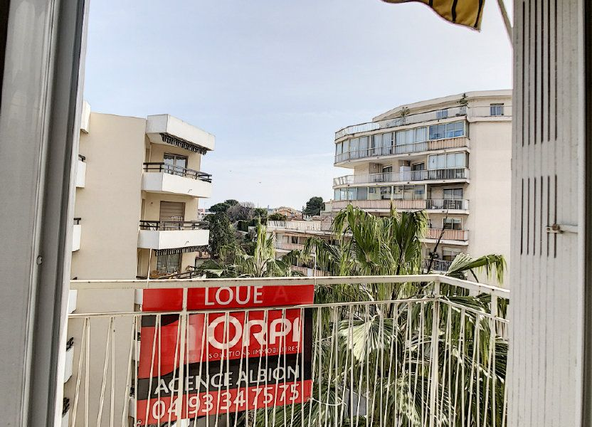 Appartement à louer 63.5m2 à Antibes