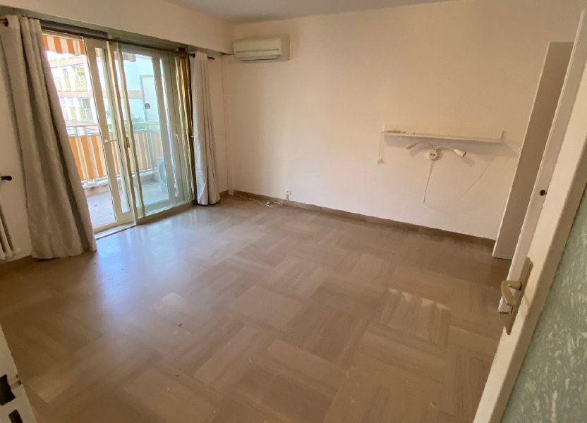 Appartement à louer 30.18m2 à Antibes