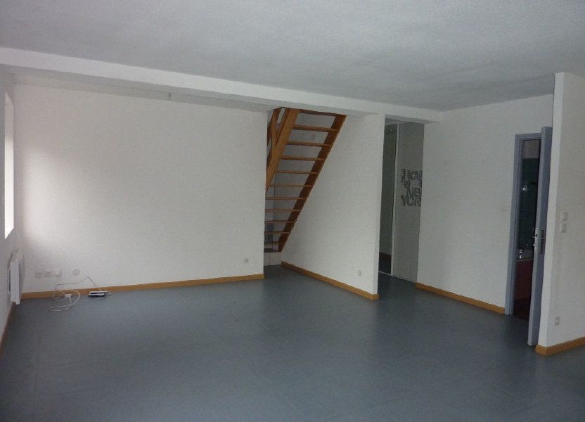 Appartement à louer 81m2 à Les Souhesmes-Rampont