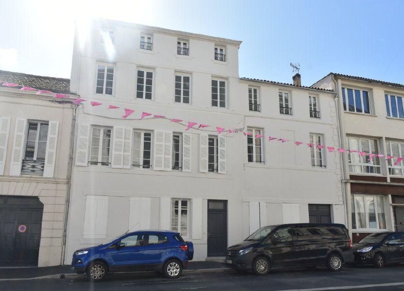 Appartement à louer 69.3m2 à Rochefort