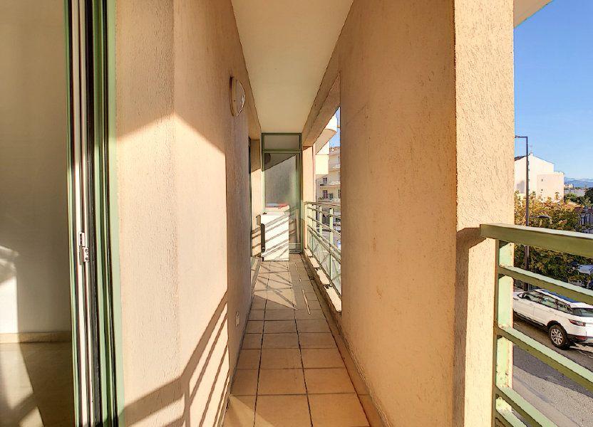 Appartement à louer 37.76m2 à Antibes