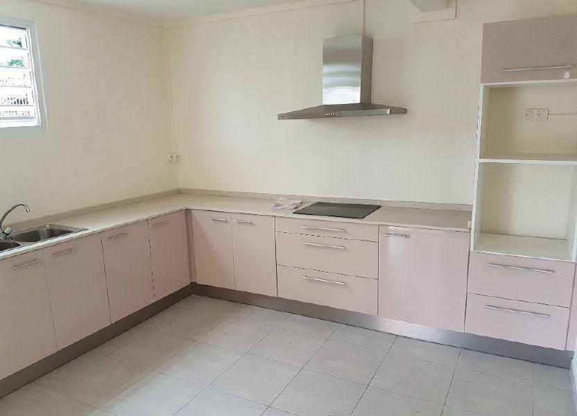Appartement à louer 85.41m2 à Fort-de-France