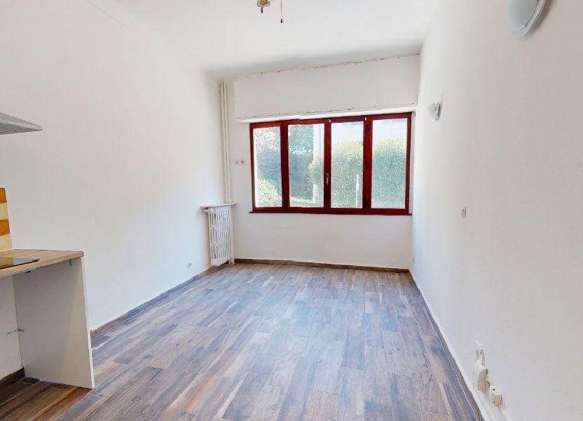 Appartement à louer 16m2 à Nice