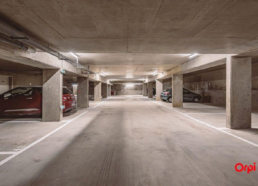 Stationnement à louer 66m2 à Reims