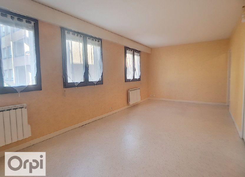 Appartement à louer 50m2 à Montluçon