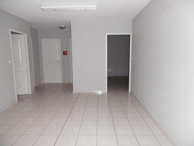 Bureaux à louer 0 225m2 à Montauban vignette-5