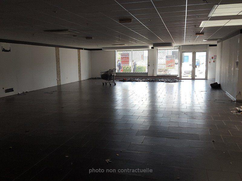 Local commercial à louer 0 400m2 à Reims vignette-6