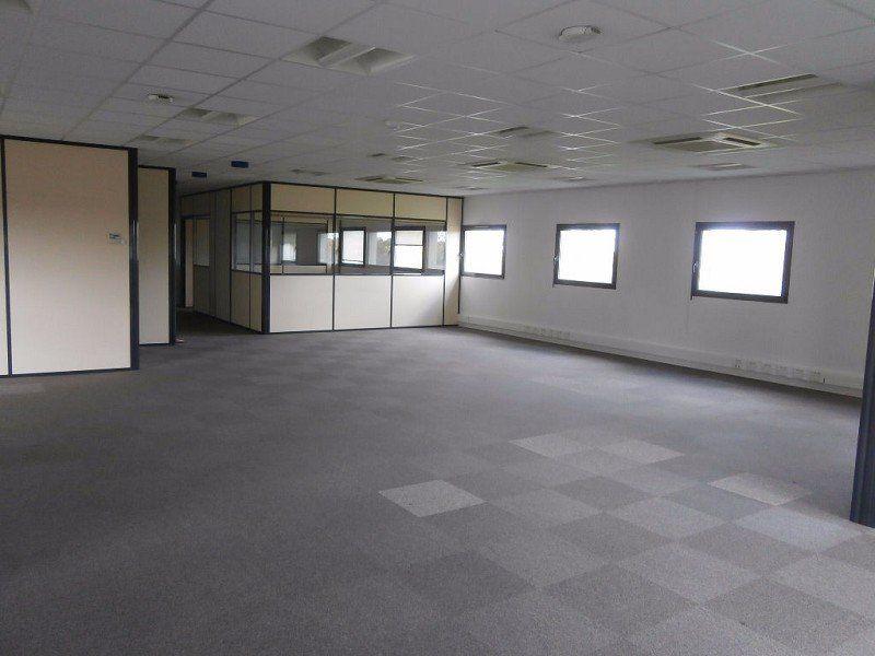 Bureaux à louer 0 214m2 à Saint-Cyr-sur-Loire vignette-4
