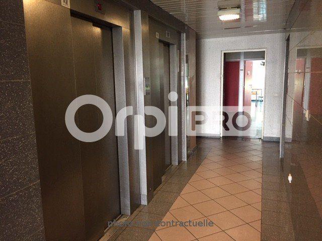 Bureaux à louer 0 150m2 à Lyon 7 vignette-9