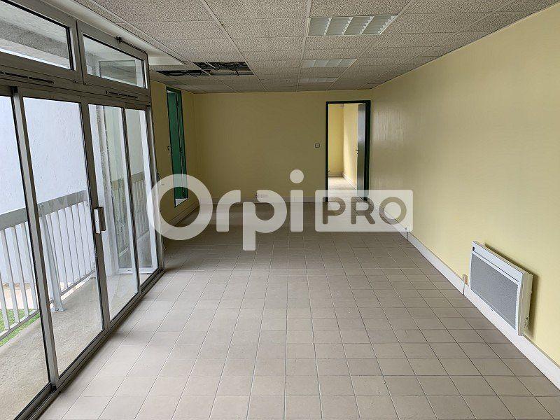 Bureaux à louer 0 140m2 à Beauvais vignette-2