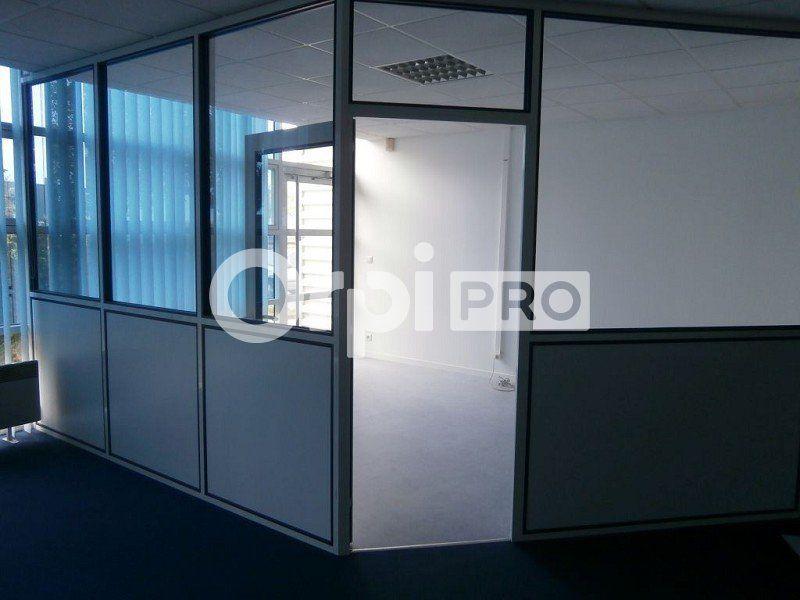 Bureaux à louer 0 142m2 à Saint-Cyr-sur-Loire vignette-3