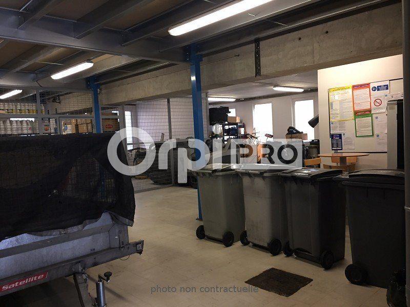 Bureaux à louer 0 265m2 à Champagne-au-Mont-d'Or vignette-2