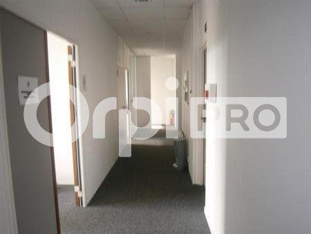 Bureaux à louer 0 852m2 à Lacroix-Saint-Ouen vignette-2