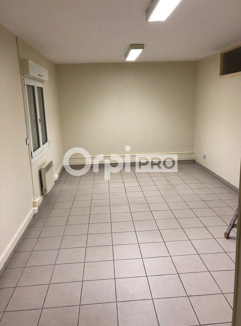 Bureaux à louer 0 260m2 à Reims vignette-5