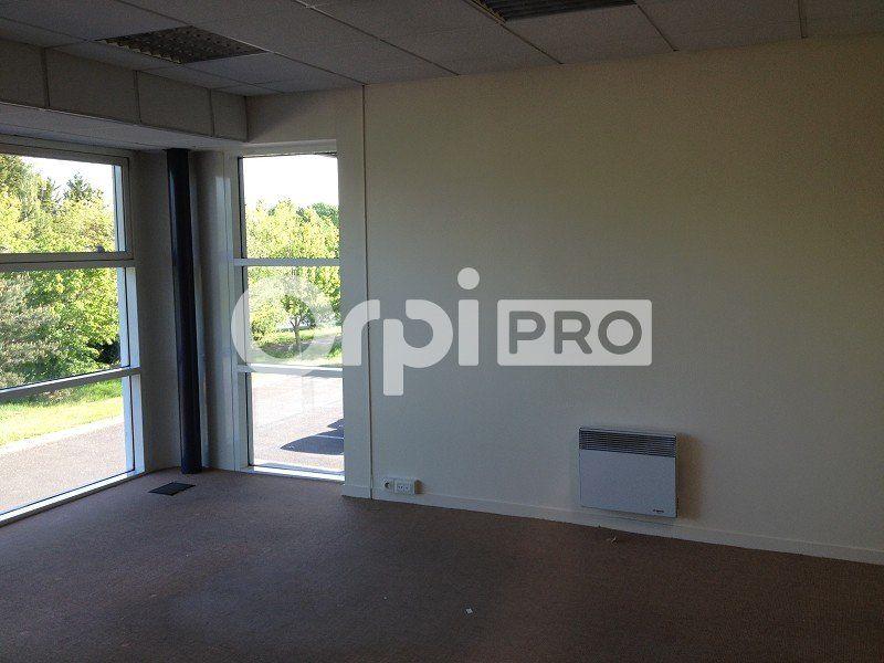 Bureaux à louer 0 120m2 à Saint-Cyr-sur-Loire vignette-2