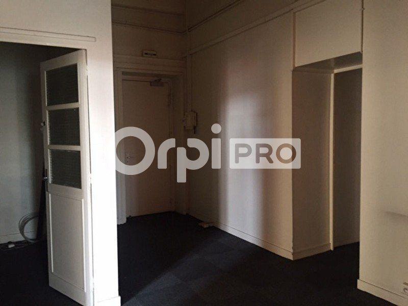 Bureaux à louer 0 180m2 à Lyon 2 vignette-3