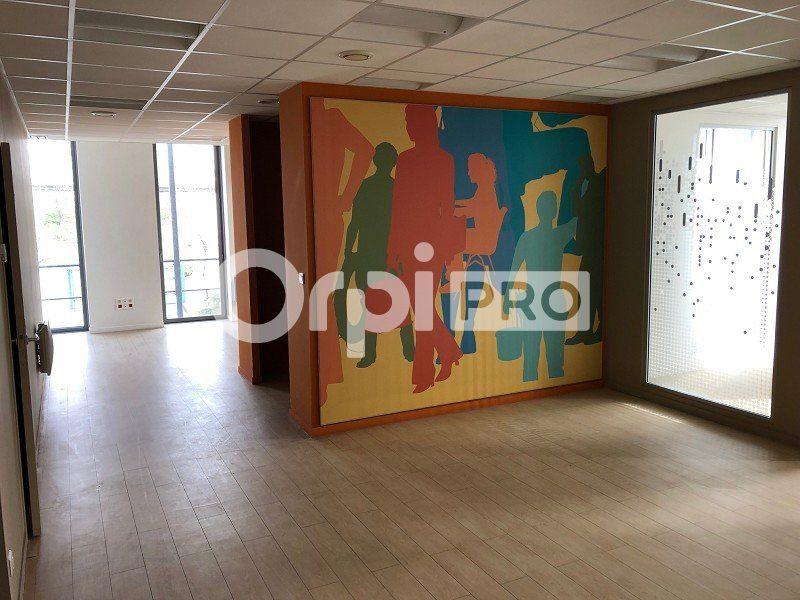 Bureaux à louer 0 230m2 à Reims vignette-4